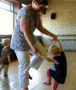 Dansen-moeder-en-kind